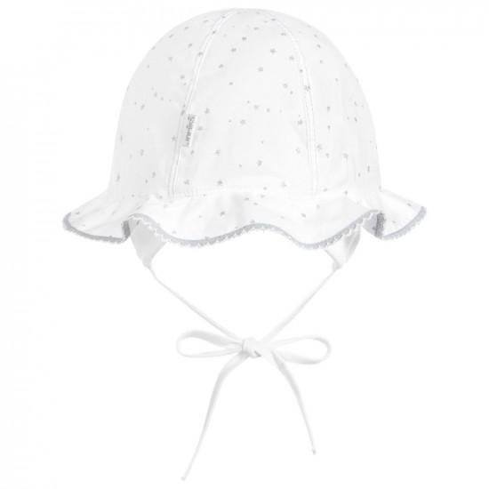 Бебешка лятна шапка в бяло със звезди